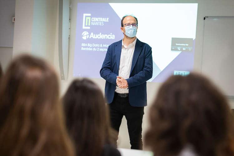 Jean-Baptiste Avrillier, directeur de Centrale Nantes, s'adresses aux étudiants