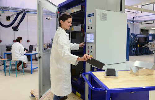 plateforme - halle composite - presse à plateau