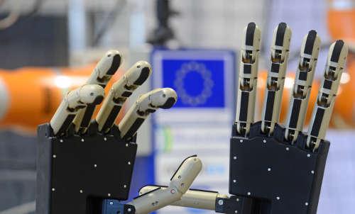 mains bioniques