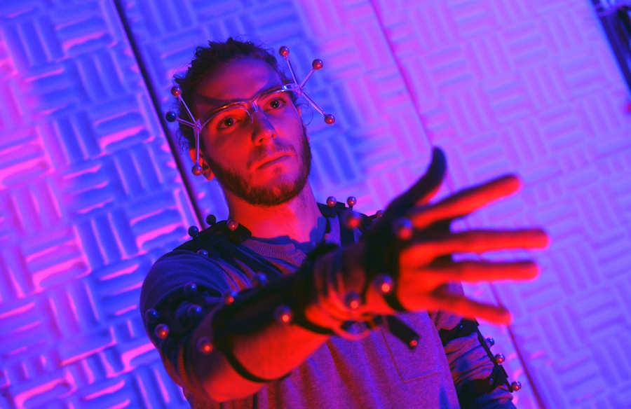 Réalité virtuelle : une salle immersive et un mur tactile